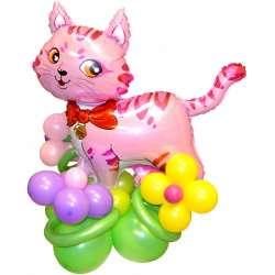 Кошка на полянке