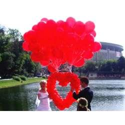 Сердце с облаком из гелиевых шаров