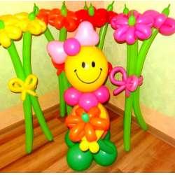 Девочка-смайлик с цветком