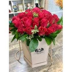 Композиция цветов в коробочке № 5